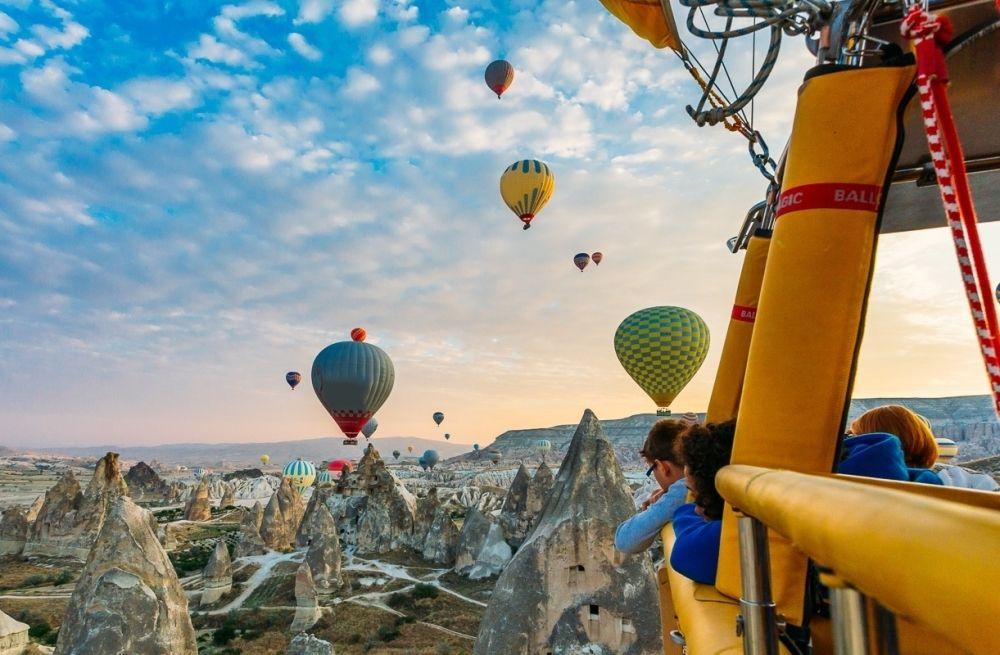 Turkey travel guides. Cappadocia hot air balloon