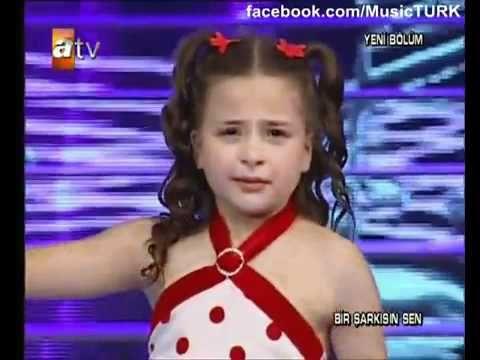 الطفلة التركية التي أبكت الملايين مترجمة للعربية Lead Generation Marketing International Music Songs