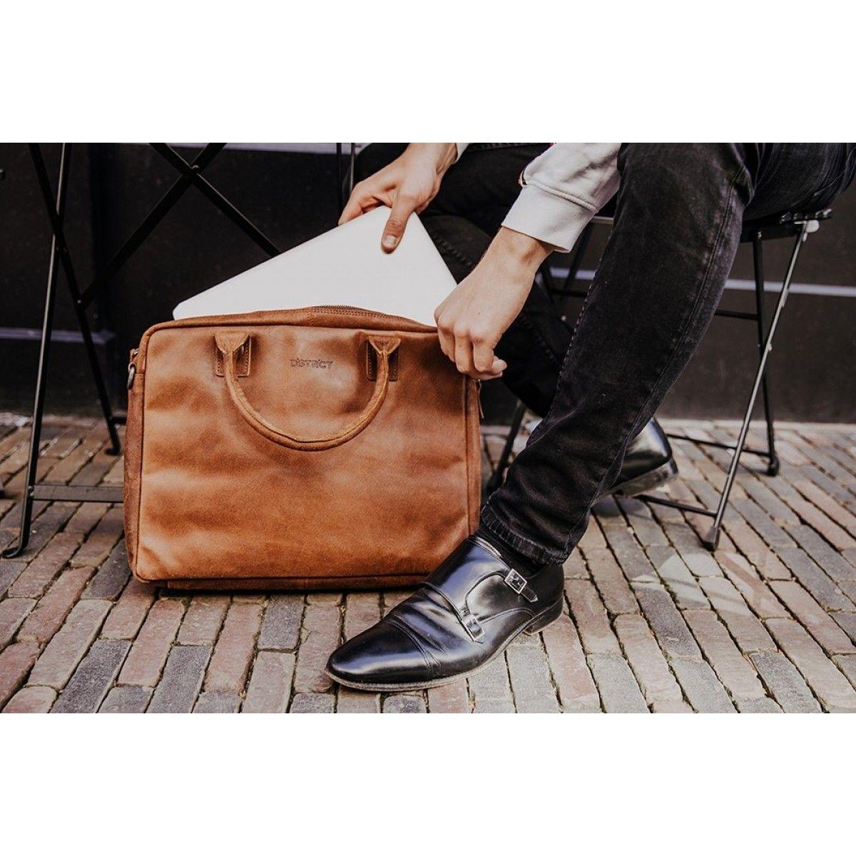 b2b1cb0f1e5 #dbramante #dbramante1928 #rosenborg #leatherlaptopbag #leatherbag #black  #zwart #laptoptas #…   LAPTOP BAGS   Bags,…