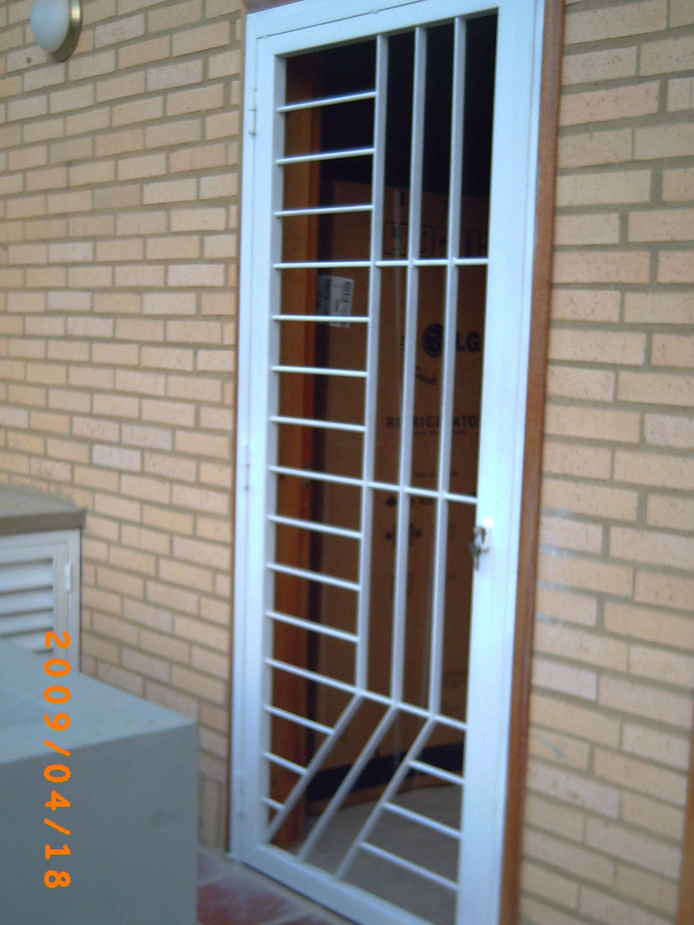 Reja protectora decorativa decoracion pinterest puertas puerta reja y puertas herreria - Rejas correderas para puertas ...