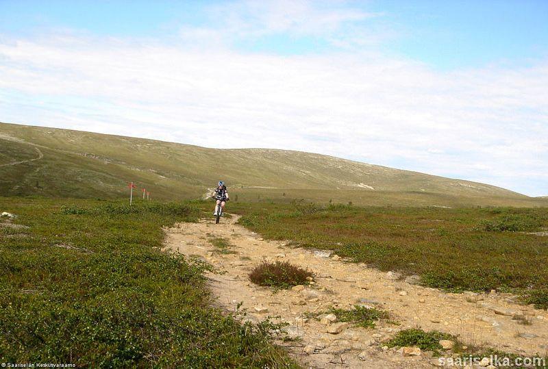 Mountain biking (7) | Saariselkä, Kona Shop Saariselkä: Rent or buy a bike and excursions from www.saariselka.com/kona.shop #mtb #mountainbiking #maastopyoraily #maastopyöräily #saariselkämtb #saariselkä #saariselka #saariselankeskusvaraamo #saariselkabooking #astueramaahan #stepintothewilderness #lapland