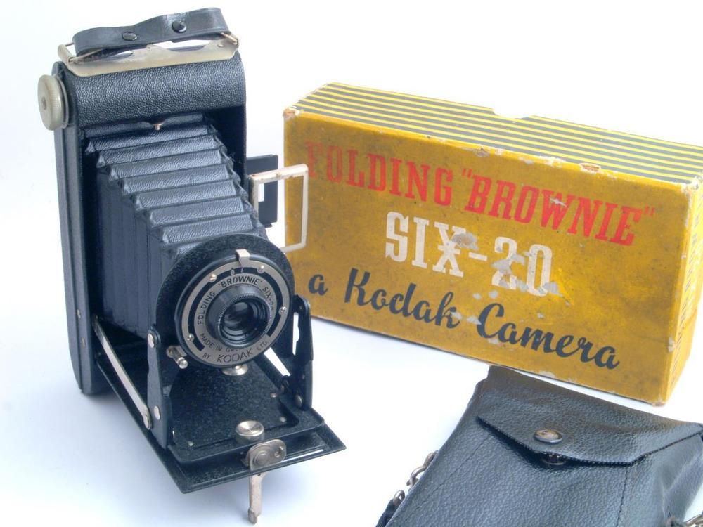 Kodak Six-20 Folding Brownie 620 Roll Film Camera - c1937-40