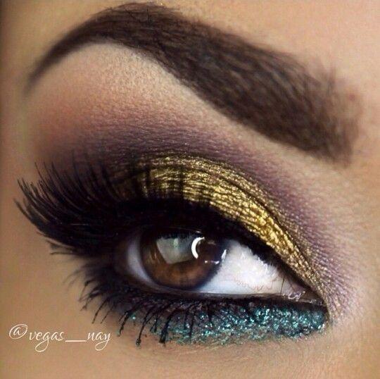 Mulitcolor smokey eye makeup.