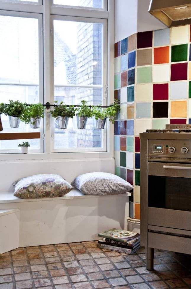 banquette sous fenetre banquette sous fentre haute en couleurs pour rveiller le coin repos. Black Bedroom Furniture Sets. Home Design Ideas