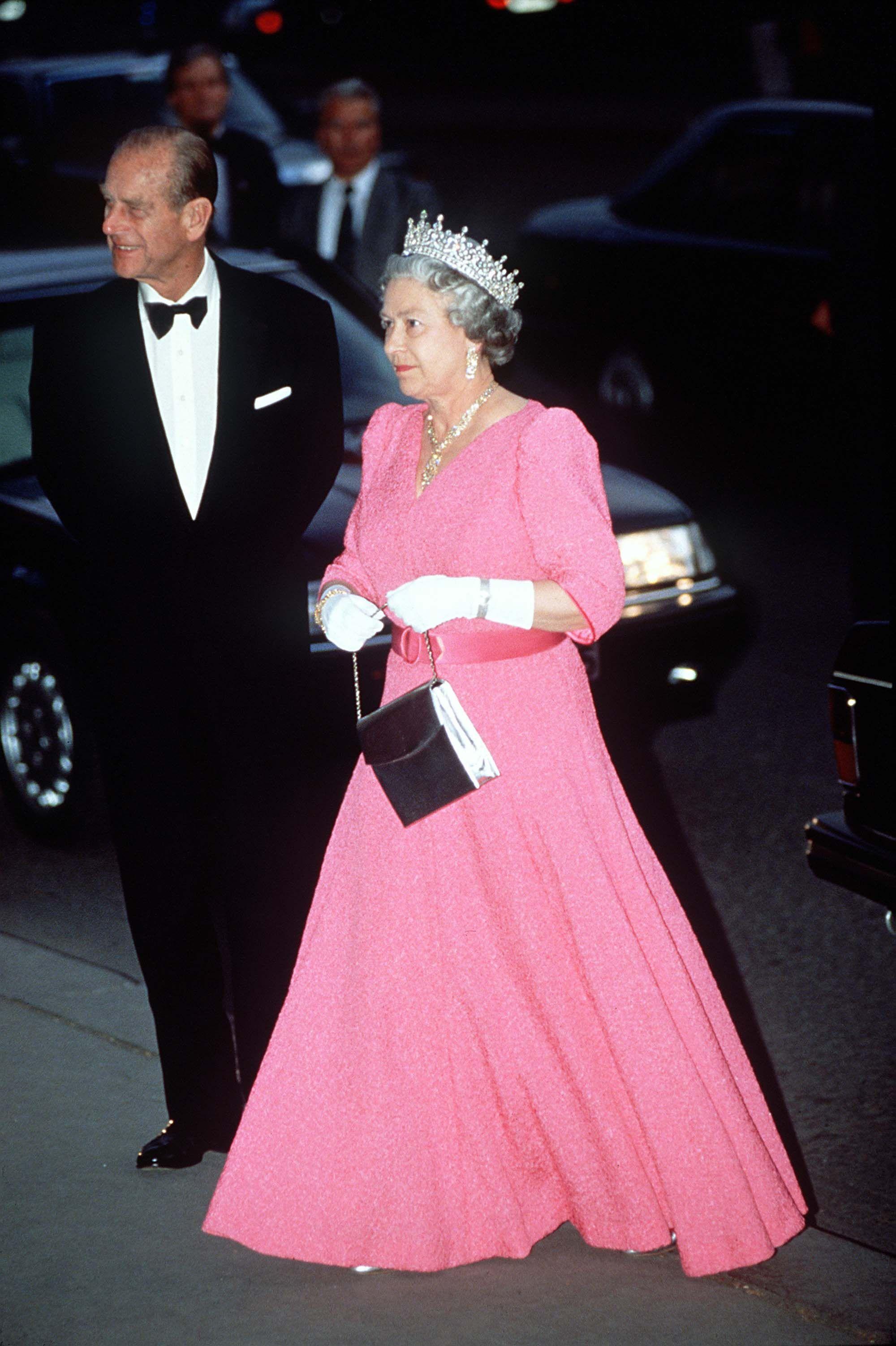 Queen Elizabeth II\'s rainbow wardrobe | Monarcas y Reino unido