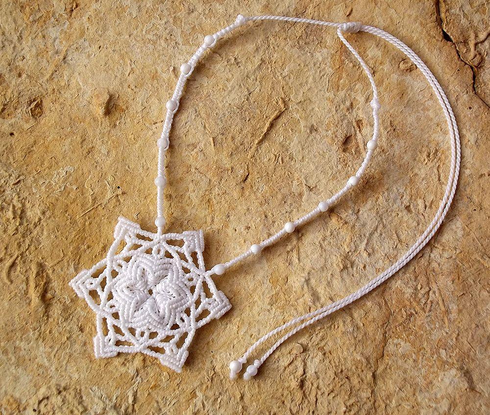 Kézműves csomózott makramé textil egyedi fehér nyaklánc ékszer kalcit ásvány nyaklánc linhasita hópehely csillag