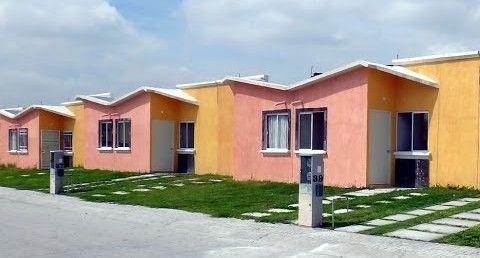 El juego de pendientes de techos para estas viviendas for Techos livianos para viviendas