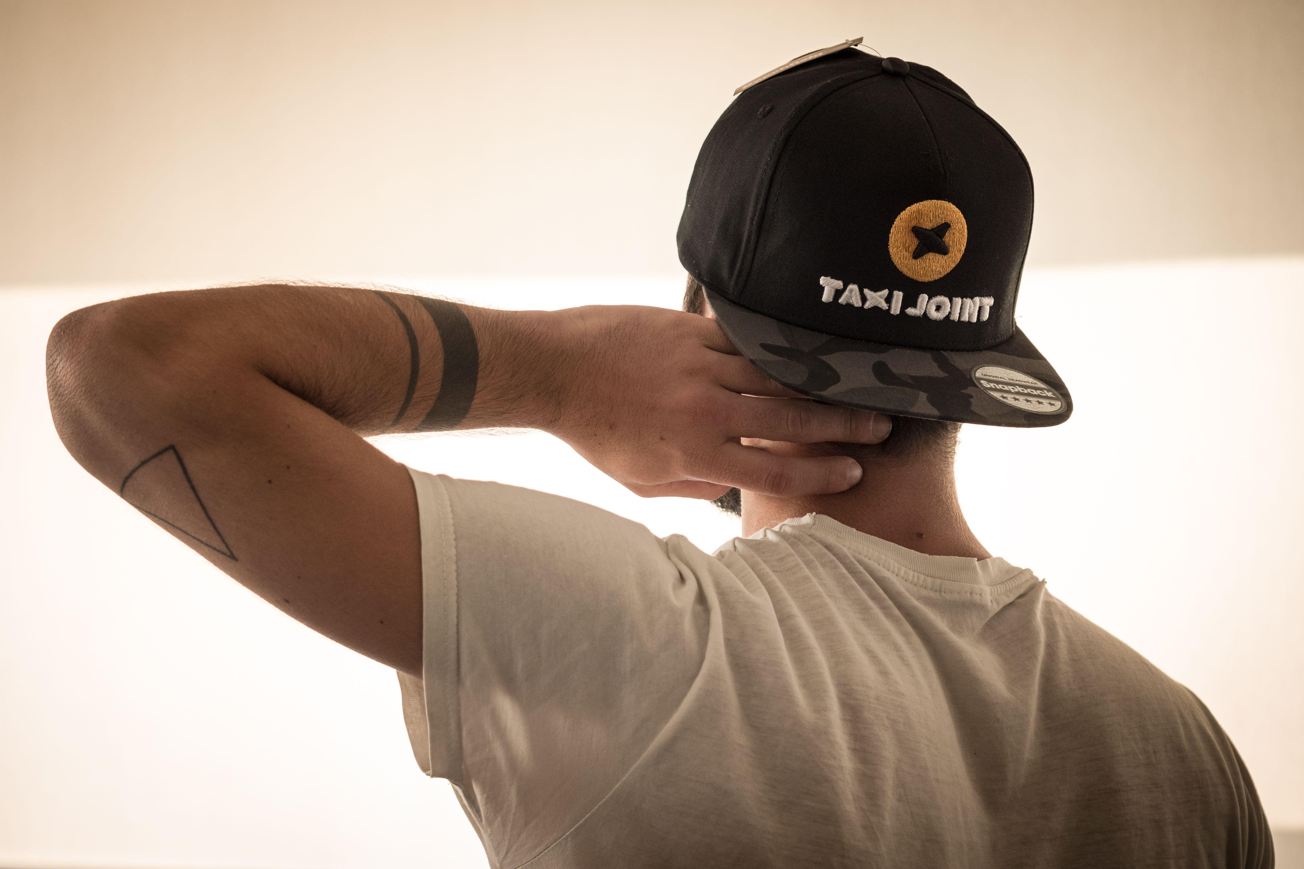 Cappellino Camo Snapback della Beechfield personalizzato con ricamo 3d.   cappellinipersonalizzati  cappellinisnapback  cappellinirap 2d89cea6e5ad