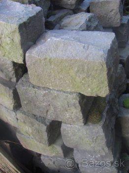 59c6664ba Čadičove kocky - prírodný tvrdý kameň | bazos | Wood