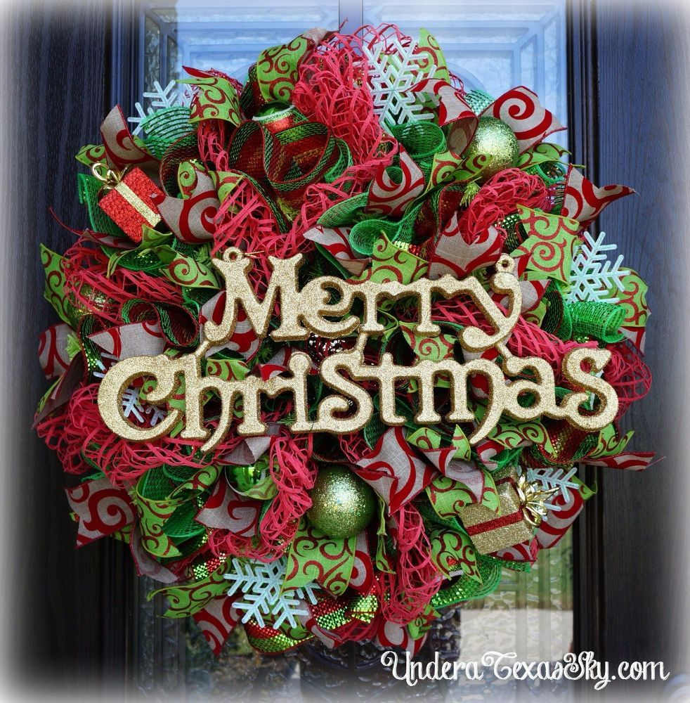 Window decor with wreath  deco mesh christmas wreath using window pane mesh  wreaths