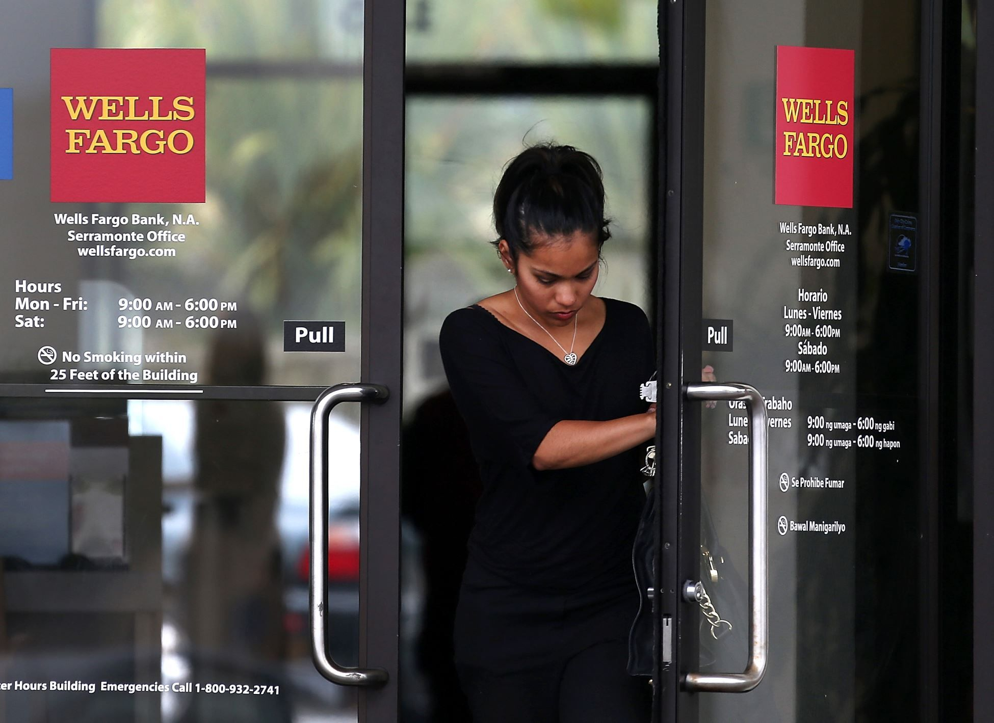 Wells Fargo to shut down 450 branches and up their online