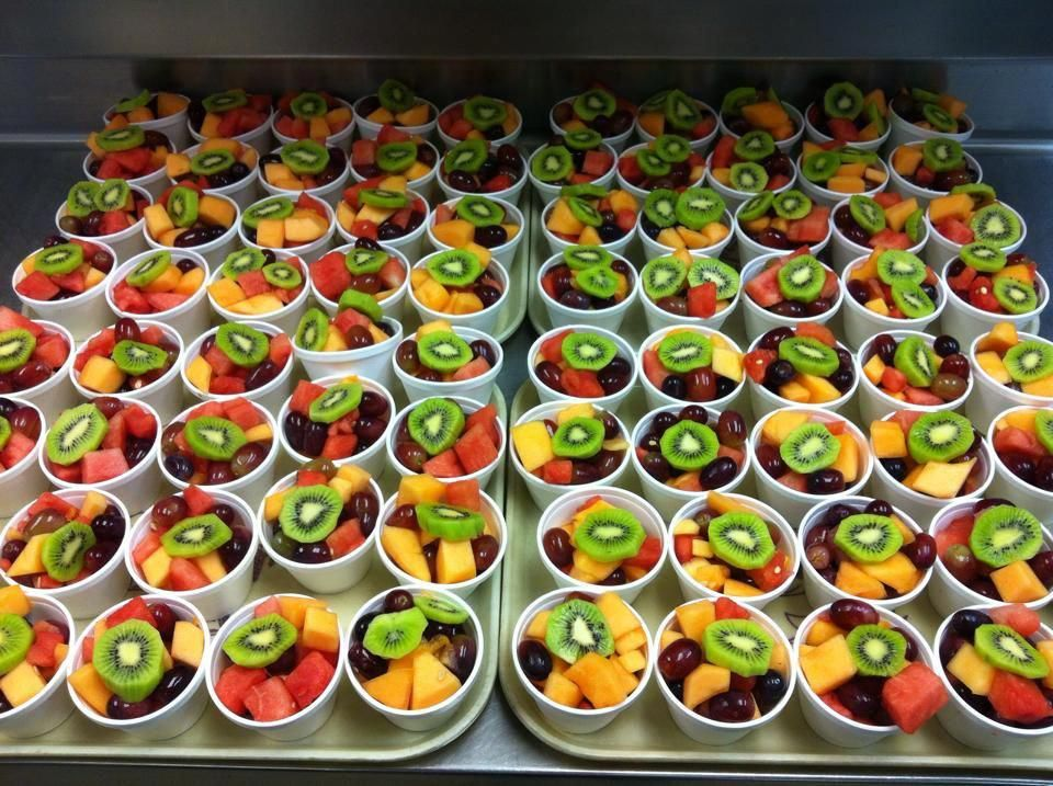 TIP: Unify your presentation by placing a slice of the same fruit, kiwi here, on top of each fruit cup. (From Child Nutrition Services, White Oak ISD, TX) #childnutrition #childnutrition
