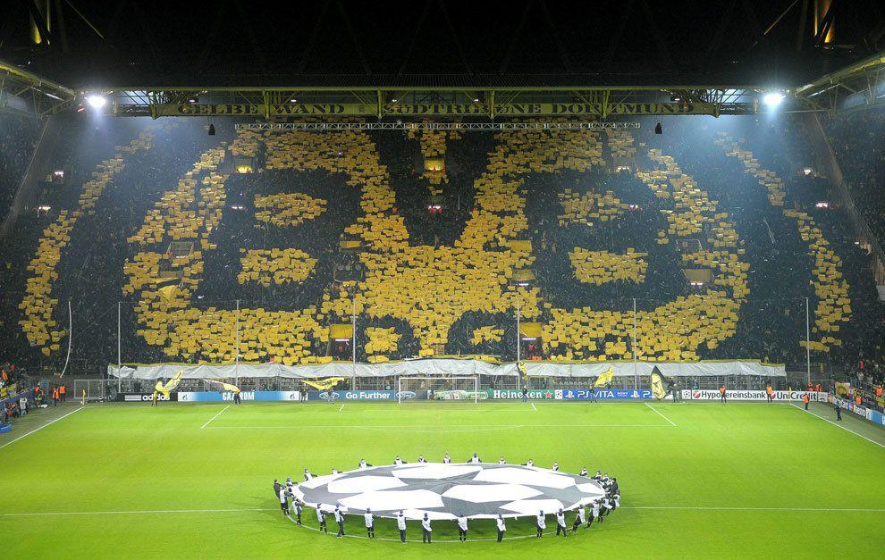 Mosaico en el Signal Iduna Park en un partido de Champions del ...