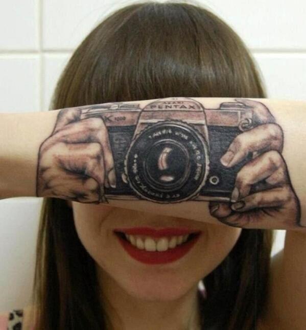 Esta tatuagem de câmera: