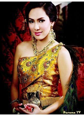 joy rinlanee in a Peacock Thai wedding dress Cultural