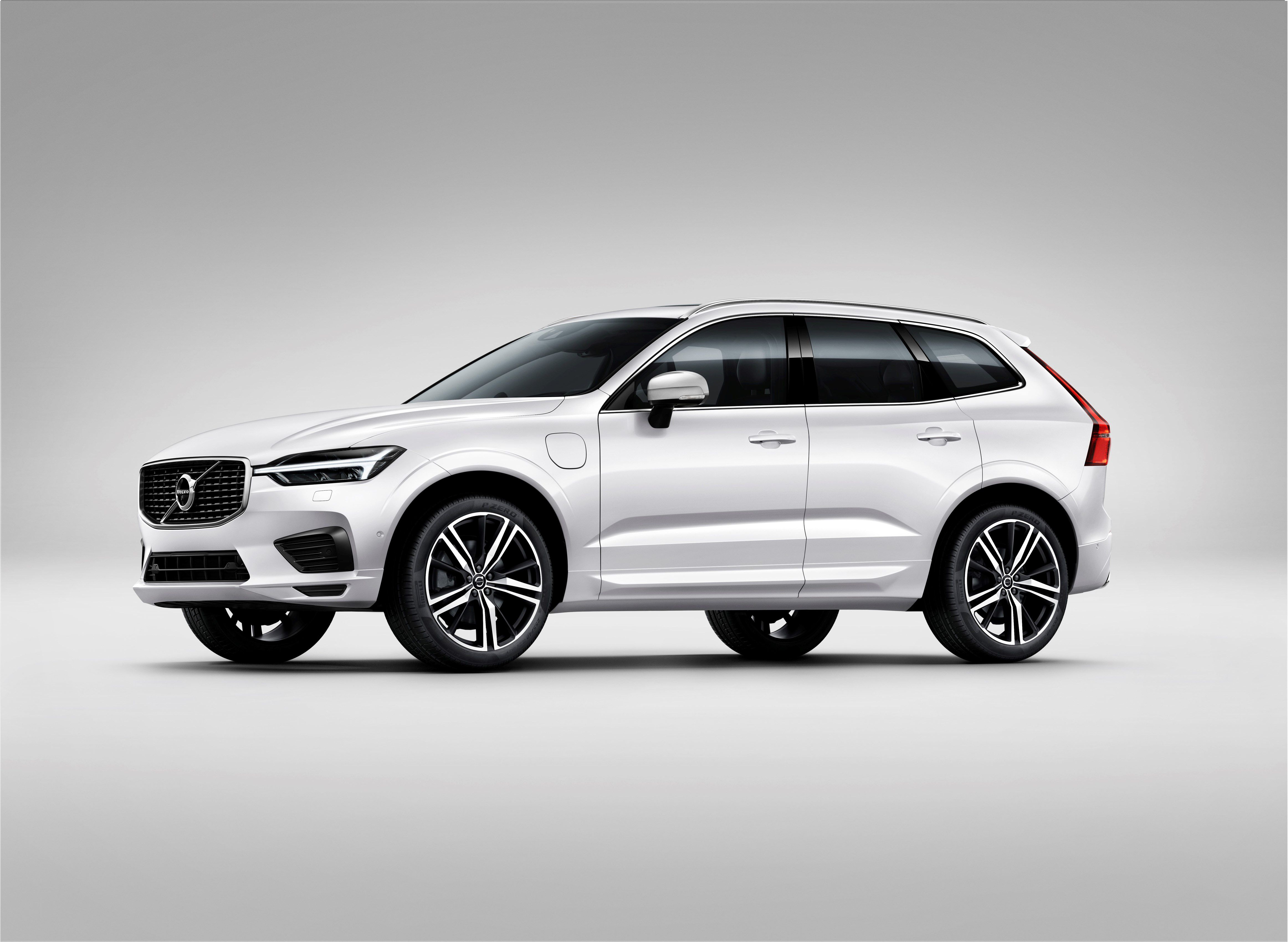 Volvo Xc60 The New Volvo Xc60 One Of The Safest Cars Ever Made Is Fully Loaded With New Technology Steer Assist Has Been Added To Th Volvo Volvo Xc90 Suv