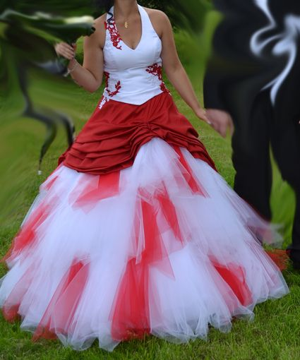 Robe de marie rouge et blanche pas cher