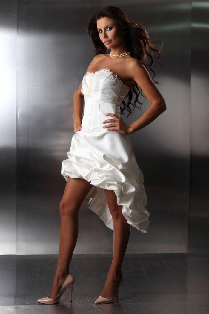 Kurze Brautkleider 20 Umwerfende Traumkleider Fur Die Modebewusste Braut Brautkleid Kurz Brautkleid Weiss Brautkleid