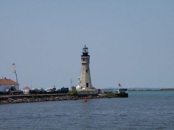 Great+Lakes+Lighthouses | Buffalo-Lighthouse.jpg?w=600&h=0&zc=1&s=0&a=t&q=89