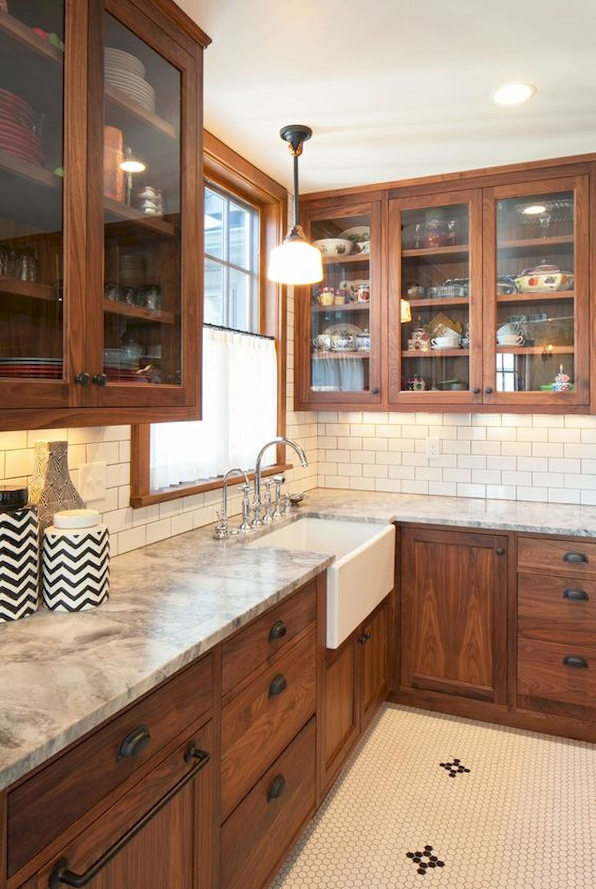 40 Best Farmhouse Kitchen Cabinets Design Ideas (32 #farmhousekitchencountertops