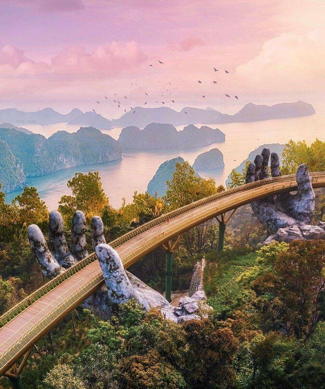 تحفة فنية معمارية في فيتنام ي عد جسر كو فانغ للمشاة والمعروف أيض ا باسم الجسر الذهبي وجه Places To Travel Beautiful Places To Travel Travel Aesthetic