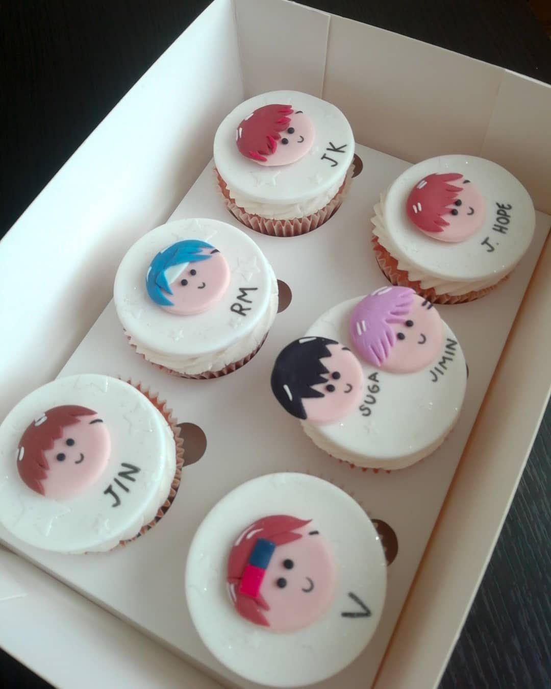 Cupcakes personalizados de tu grupo de k-pop favorito 🇰🇷 . Recuerda realizar tus pedidos al 📲0978828615 😉 . . . . .