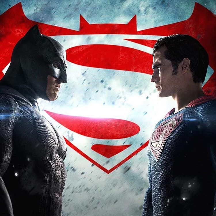 """#QuemVaiGanhar?! Escolha seu lado no Twitter com as hashtags #Batman e #Superman para ver os emojis exclusivos do filme! #BatmanvsSuperman — com…"""