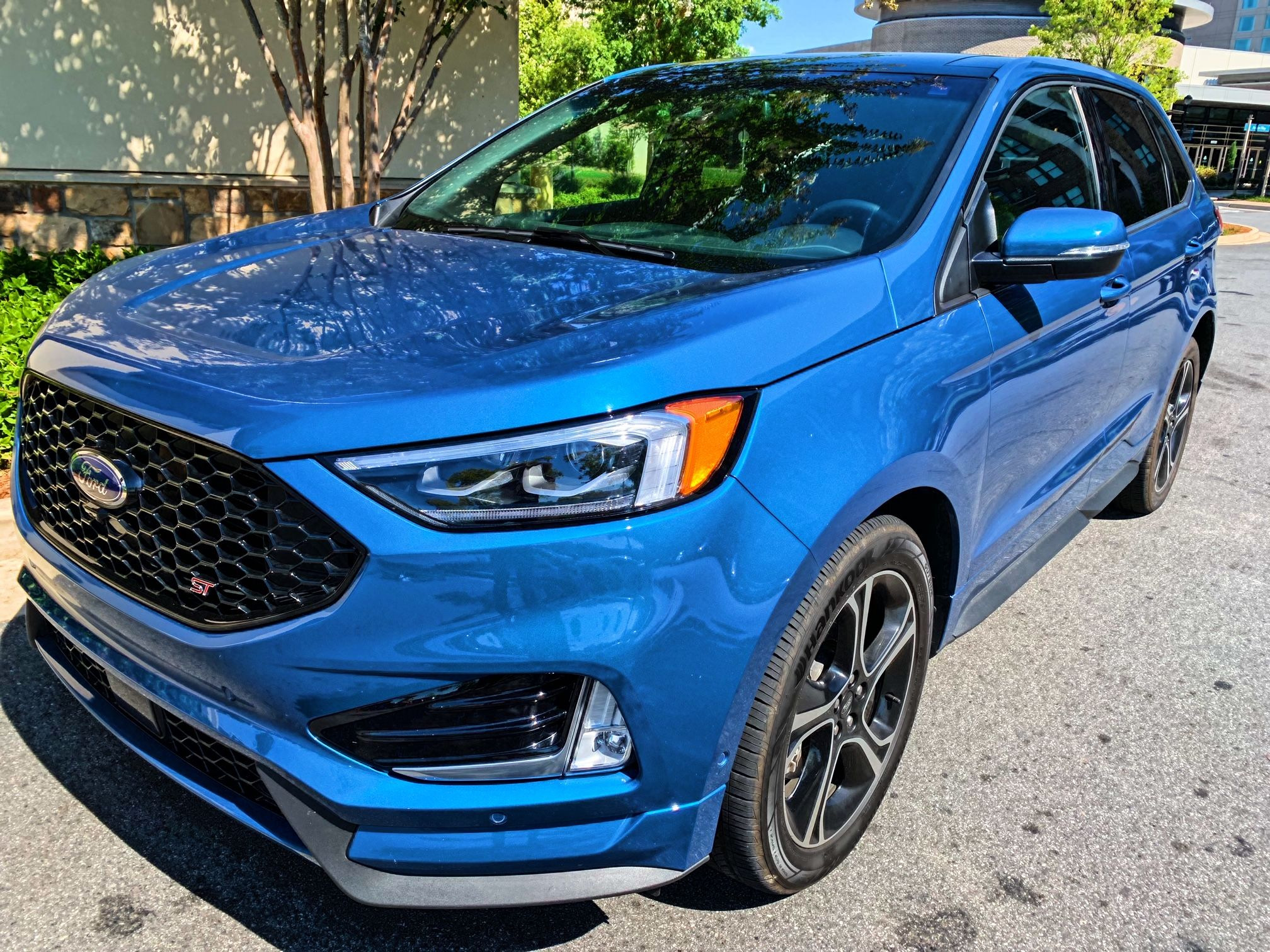 Drive A Little On The Edge 2019 Ford Edge St Car Review Ford
