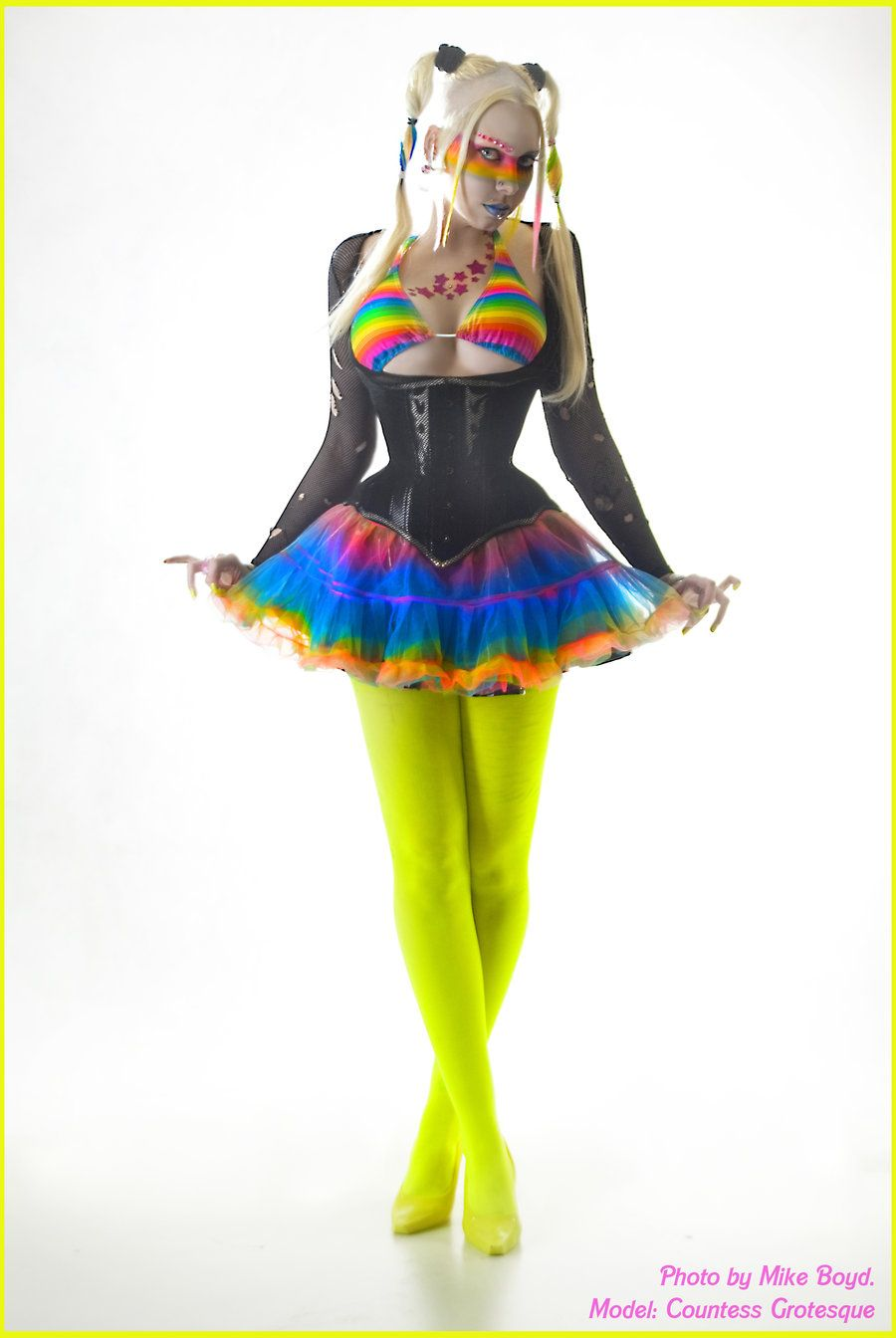 Green dress on pale skin   best images about кіберпанк і косплей on Pinterest  Cybergoth