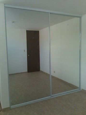 Puerta de closet en espejo corrediza closet pinterest for Ideas para puertas de closet