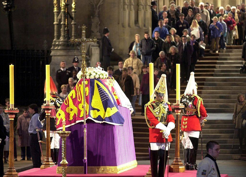 What Will Happen When Queen Elizabeth II Dies? Queen