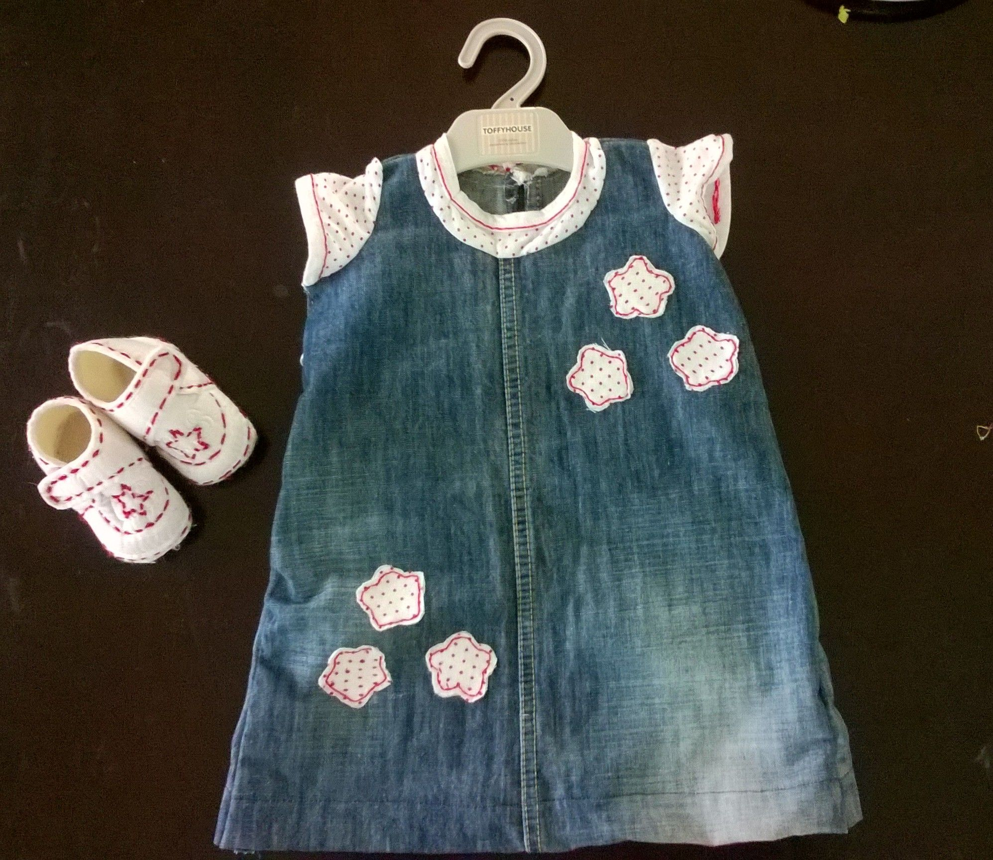 da0fa7e1e192 Cute baby dress with applique work made from old jeans n t-shirt ...