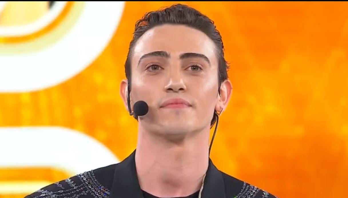Michele Bravi si candida a vincere Amici Speciali: perché il cantante potrebbe trionfare nello show di Maria De Filippi.