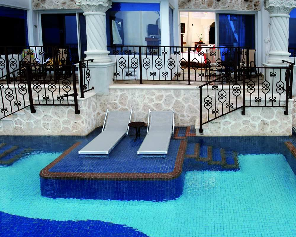 Royal swim up master suites beachfront the royal cancun