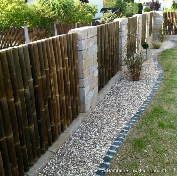 Amazing Ideas For Bamboo Fences To Decorate Your Yard And Garden My Desired Home Fence Design House Fence Design Bamboo Garden Fences