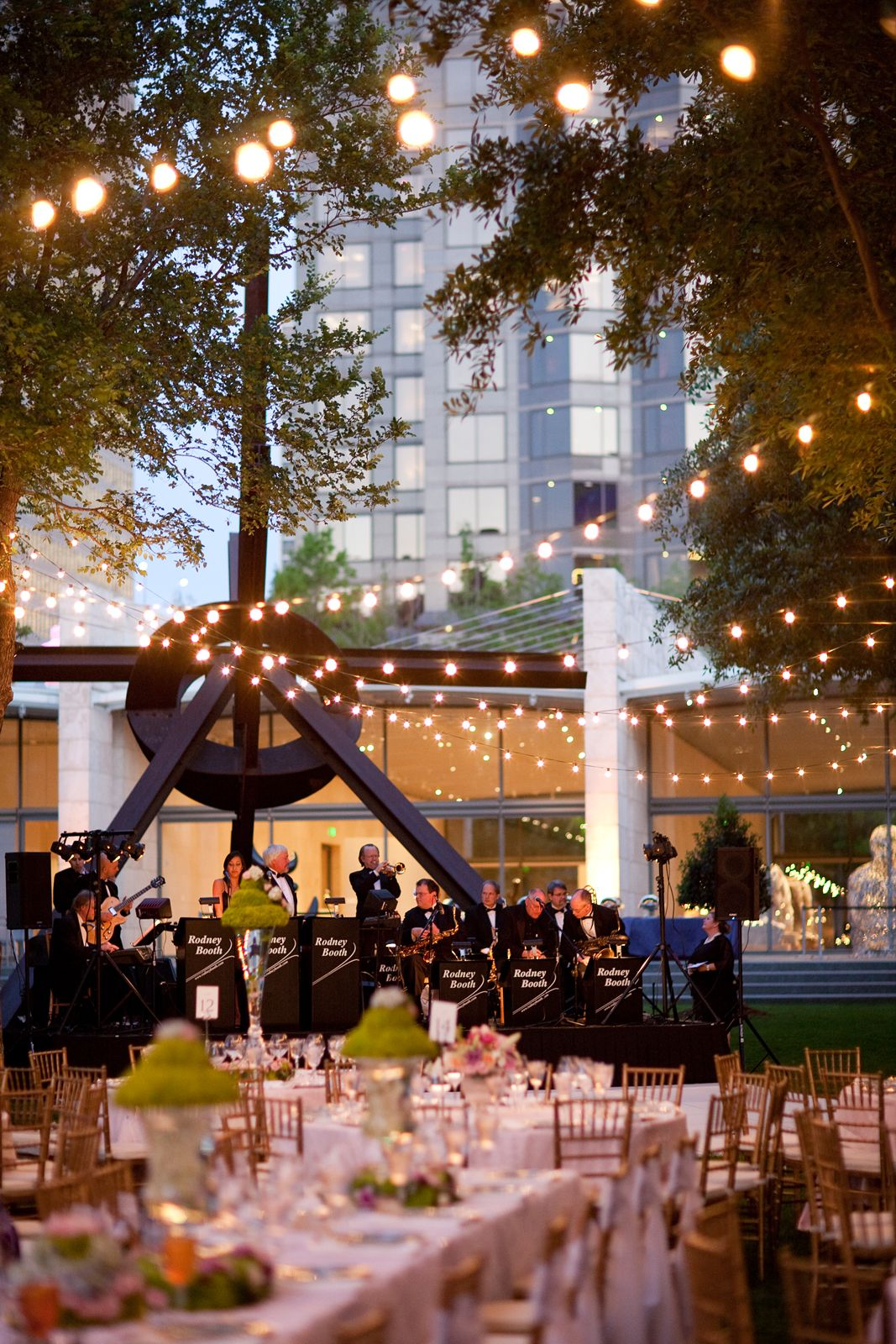 Dusk Outdoor Wedding at the Nasher Sculpture