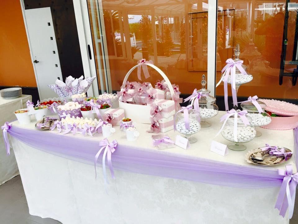 Tavolo Confettata ~ Tavolo dei confetti con fiori e candele illuminazione naturale