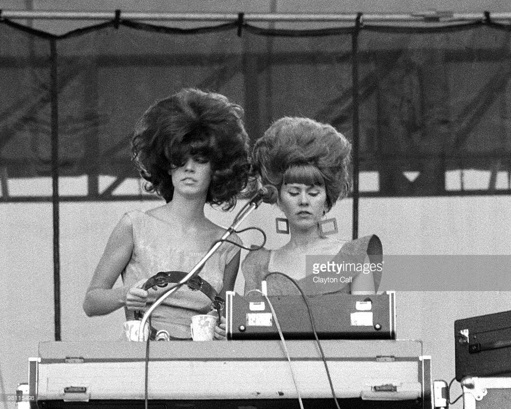Kate Pierson And Cindy Wilson From The B 52s Performing At Heatwave Festival