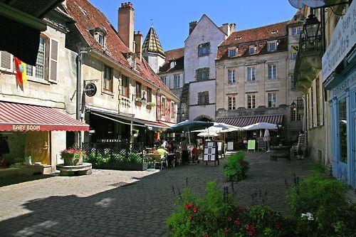 Semur-en-Auxois, France (by Dichtung & Wahrheit)