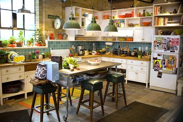 I Adore This Kitchen From The Movie Set The Vow Great Colour Exposed Bricks Open Shelving Selvesah Loft Kitchen Trendy Kitchen Kitchen Sets