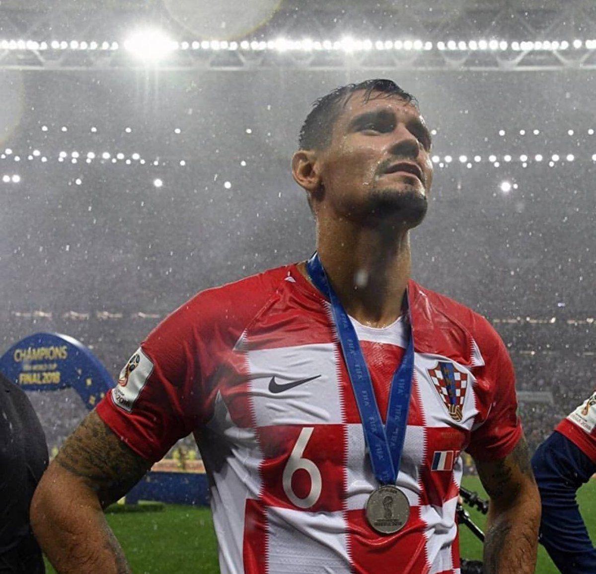 Pin By Josipa On Hns Dejan Lovren Football Soccer