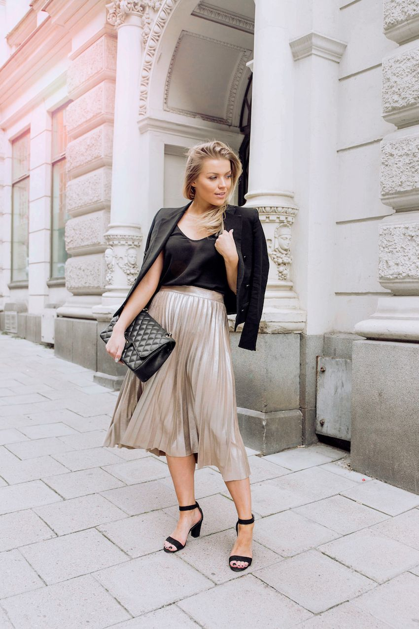 pleated skirt | Linda Juhola