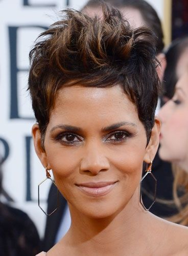 Halle Berry   Coiffure, Halle berry, Coiffures cheveux courts
