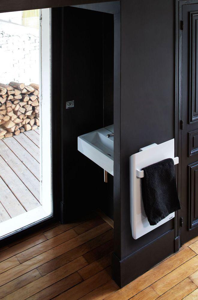 Petite salle de bain avec baignoire, douche, design