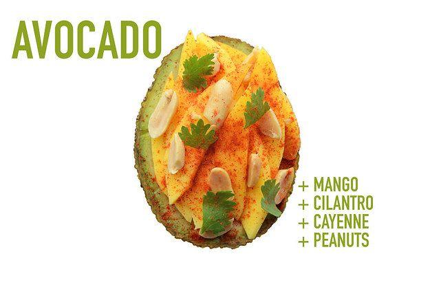 PALTA RELLENA -  Gajos de mango, hojas de cilantro, maníes y pimienta de Cayena. Sal y aceite de oliva ... muy delicado y sabroso !!!