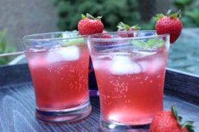 Strawberry Basil Lemonade Cocktail Recipe #basillemonade