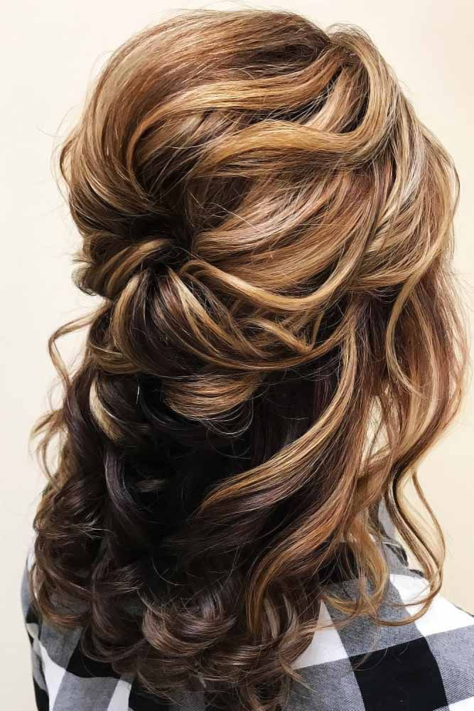 25 Charming Mother Of The Bride Hairstyles To Beautify The Big Day #mediumupdohairstyles