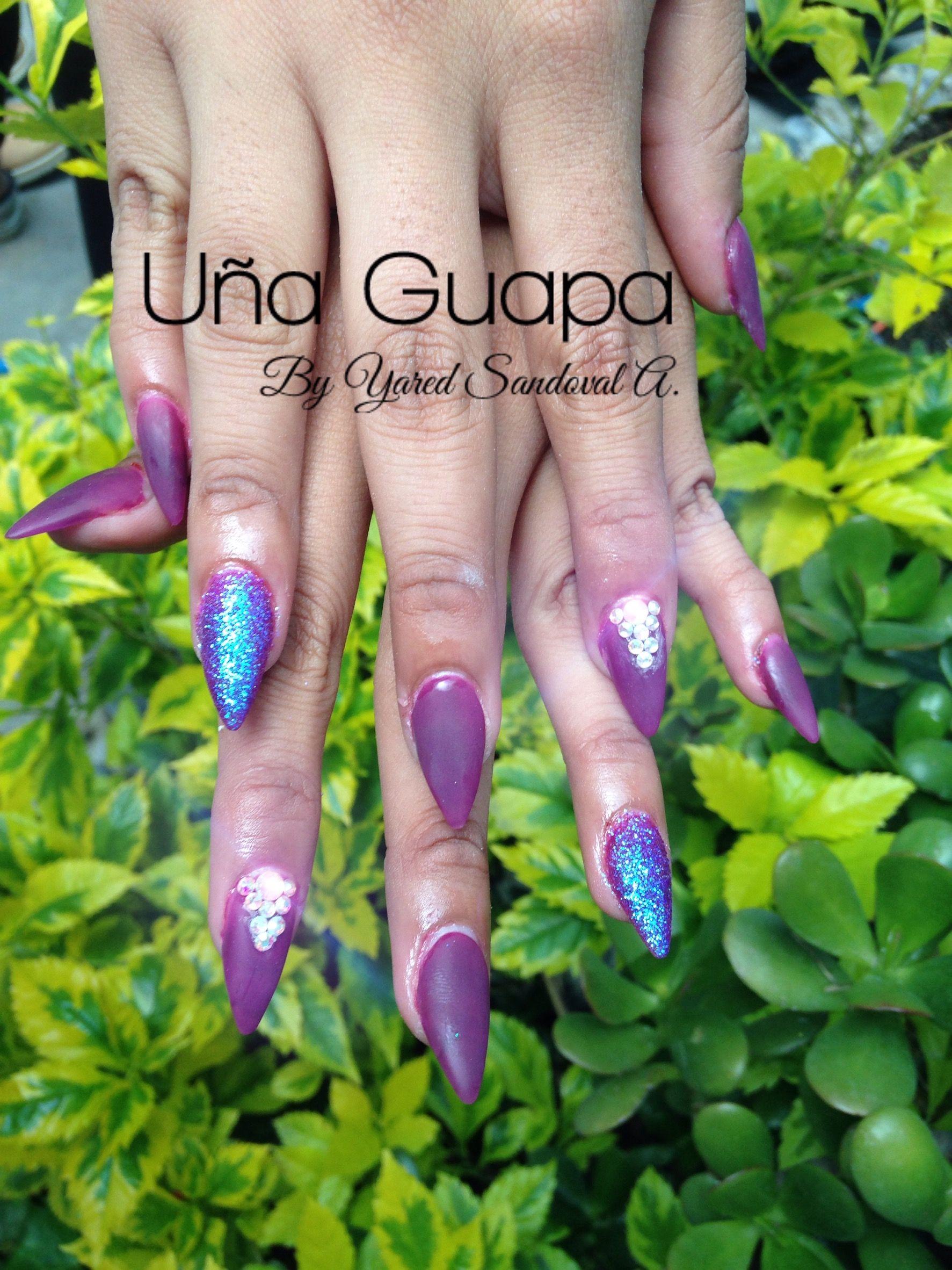 Uñas esculturales stiletto color morado con efecto azúcar 5535936042 ...