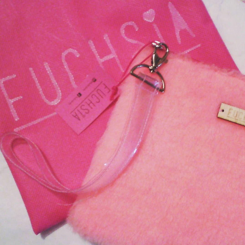 Feliz viernes  Qué planes tienen para hoy? #friday #fridaynight #designersvenezuela #designersvzla #diseñovenezolano #diseño #closetcriollo #closetvenezolano #fuchsia #fuchsiavzla #fuchsialovers #tiendafuchsia #clutch #pink #cartera #bolso #bag #cute #fashion #style