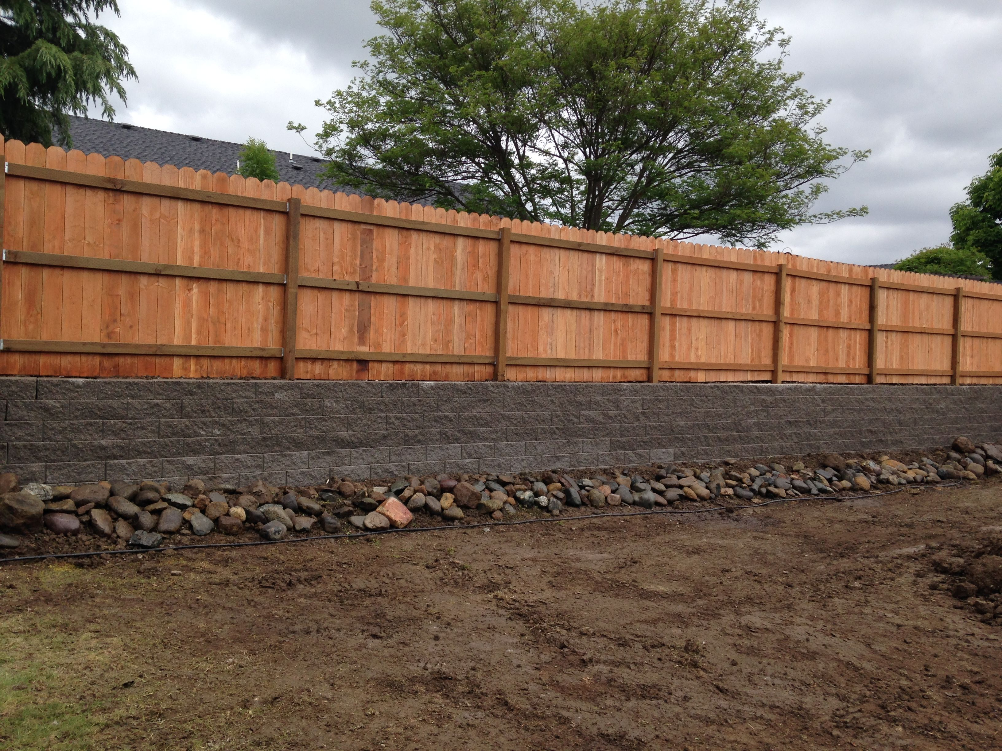 Fencing On Top On Retaining Wall Retaining Wall Fence Retaining Wall Exterior Wall Siding